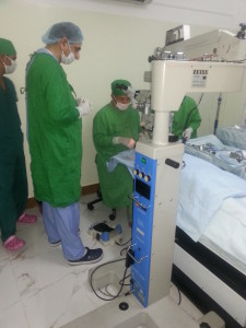Hawkes Bay Retinal Surgical Consultant Dr. Muhammad Khalid in hands-on training